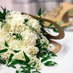 kaboompics_Beautiful bouquet of white flowers on a table